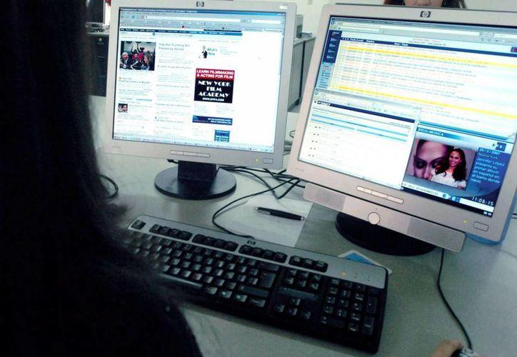 """La presidenta del Colegio de Periodistas, Javiera Olivares, confirmó que el proyecto """"impone ciertas trabas para generar iniciativas de carácter digital que no necesariamente tengan la vocación de un modelo de comunicación como lo establecido por la ley"""". (Archivo/EFE)"""