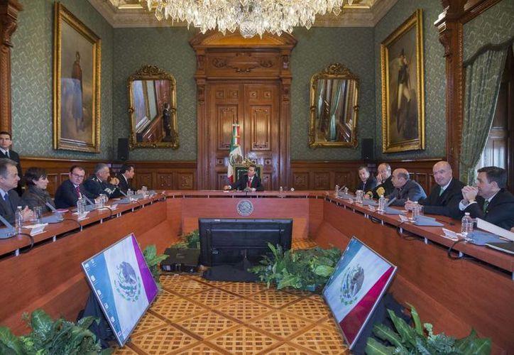 EPN pidió a sus colaboradores reforzar el combate a la pobreza. (Presidencia)