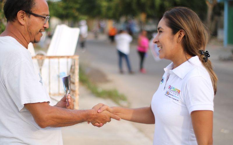 Claudette González agradeció el apoyo de los taxistas. (Foto: Redacción/SIPSE)