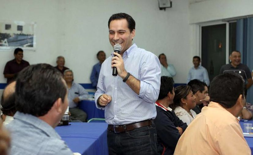 El precandidato dirigió unas palabras a los panistas en la sede del Comité Directivo Municipal de Mérida. (Milenio Novedades)