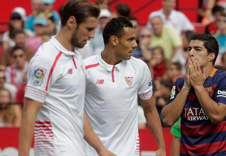 Choque de reyes: Barcelona viene de ganar la liga española mientras que Sevilla apenas hace unos días se adjudicó el tricampeonato de la Europa League. (Archivo AP)