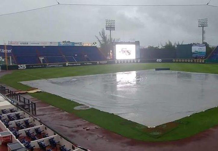 El juego cinco está anunciado para esta tarde, sin embargo, la lluvia no cesa en Cancún. (SIPSE)