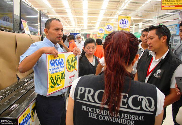 La Profeco visitó establecimientos para corroborar los precios y que se entreguen tickets de compra o factura. (Foto: Daniel Pacheco)