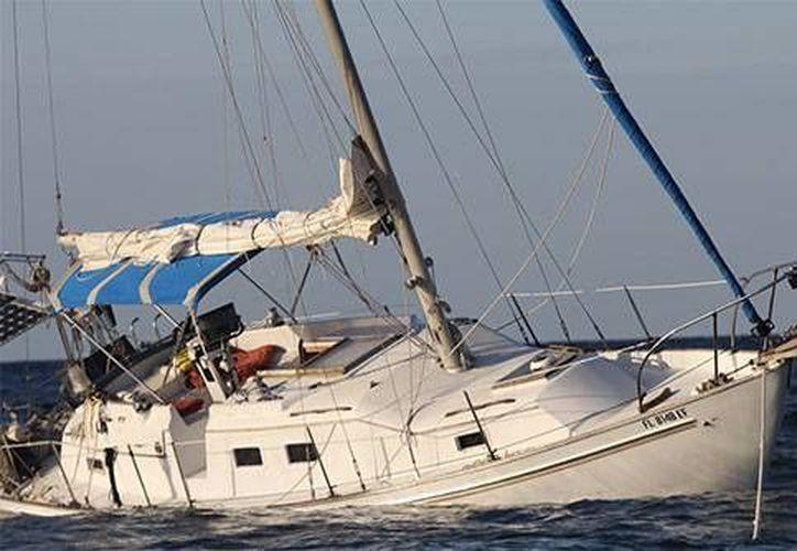 El velero Ixchel encalló frente a las costas de Isla Pérez del arrecife Alacranes. (Milenio Novedades)