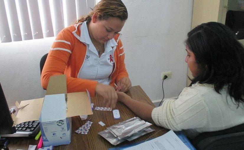 Los días 10 y 11 del presente mes, se llevó a cabo la toma de muestras de sangre en las instalaciones de la Uneme-Crónicos.  (Redacción/SIPSE)
