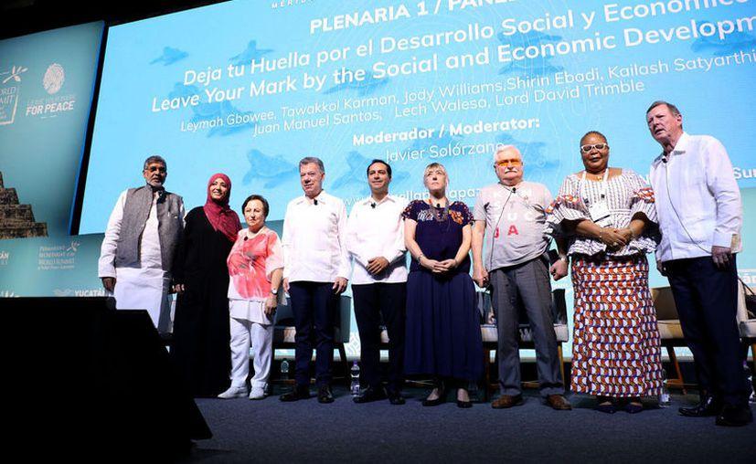 """Interesantes conceptos expusieron ayer los participantes en el panel """"Deja tu Huella por el Desarrollo Social y Económico"""". (Novedades Yucatán)"""