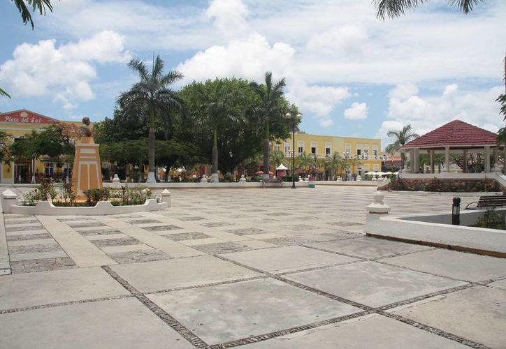 El grupo ambientalista Citymar busca recolectar firmas en contra de la remodelación del parque Benito Juárez.  (Julian Miranda/SIPSE)