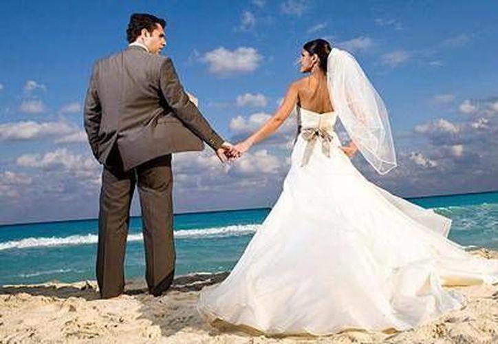 Los visitantes aprovechan sus vacaciones para casarse en este destino de playa. (Archivo/SIPSE)