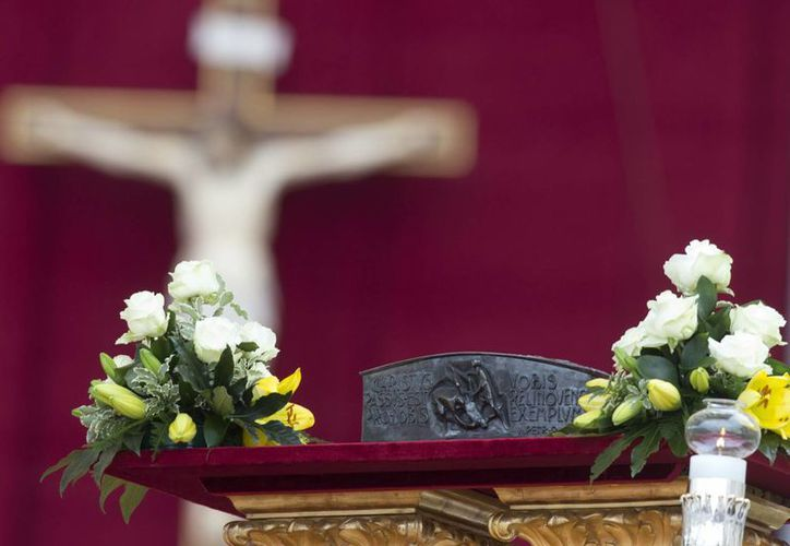 Los restos fueron encontrados bajo el altar mayor de la Basílica vaticana en la década de 1940. (Agencias)