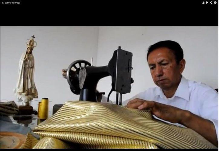 """El sastre Luis Abel Delgado dice que sigue """"en contacto"""" con Benedicto XVI. (Captura de pantalla de YouTube)"""
