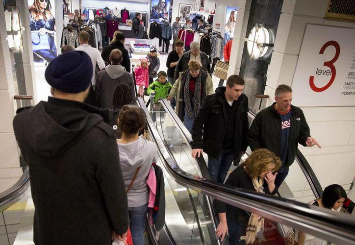 """El """"viernes negro"""" constituye el día de mayores ventas para el comercio estadunidense. (Agencias)"""