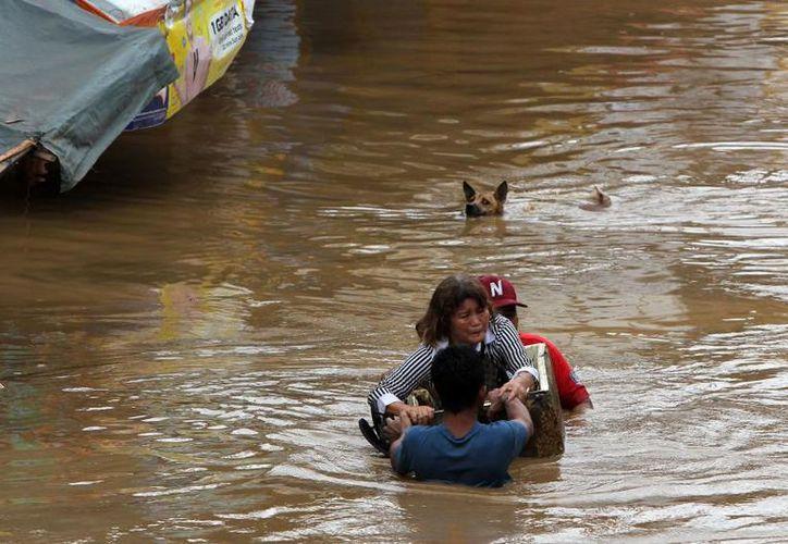 La tormenta Tembin dejó cerca de 200 muertos y 171 desaparecidos en Filipinas. (Foto: Univisión)