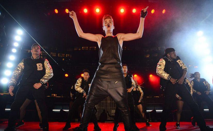 Si a Bieber le molestaron o no los abucheos, no lo demostró. (Agencias)