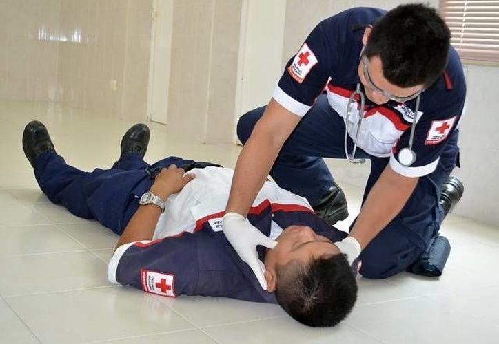 La capacitación realizada por el personal de la Cruz Roja será para 7 mil responsables de estancias infantiles. (Archivo)