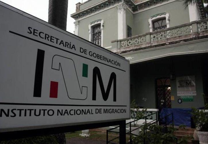 Todos los servidores públicos adscritos al INM deberán portar el uniforme oficial. (SIPSE/Foto de contexto)
