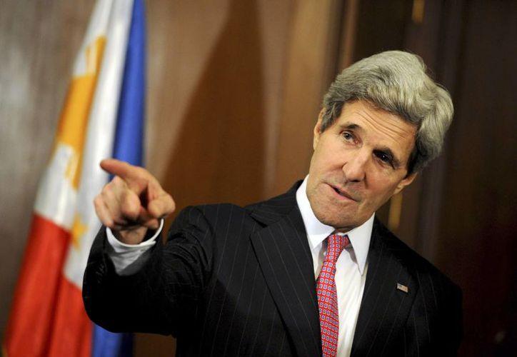El secretario de Estado norteamericano John Kerry está en Filipinas para dar apoyo al antiguo aliado de E.U. e inspeccionar las obras de reparación de los daños causados por tifones. (Agencias)