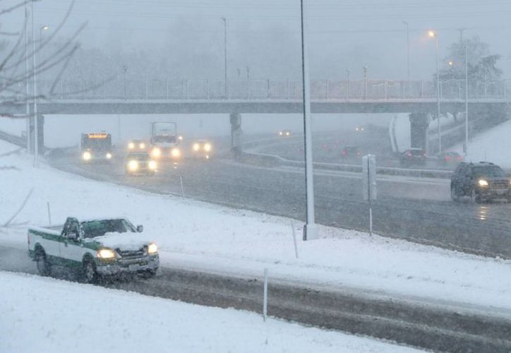 En Canadá se registran temperaturas de 10 grados y hay gruesas capas de nieve en las calles. (AP)