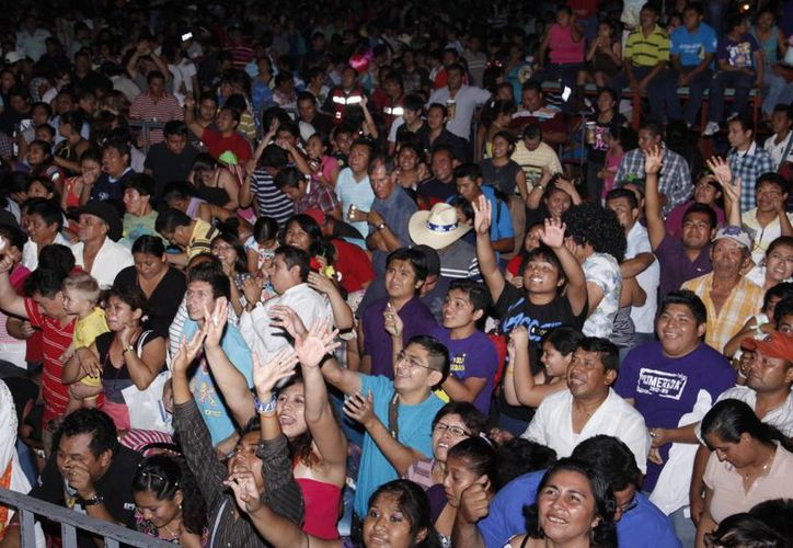 El entusiasmo en el Lunes Regional del Carnaval Mérida Mística 2013. (SIPSE)