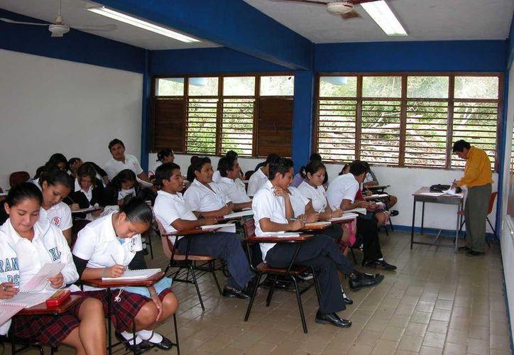 Las aulas educativas volvieron a registrar actividad a partir de este lunes. (Manuel Salazar/SIPSE)