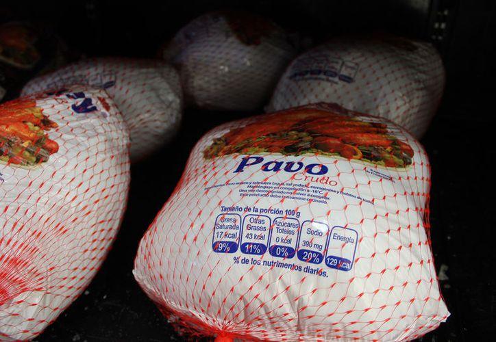 Para los pavos se destinaron $14 millones de pesos, $11 millones para despensas y dos millones en canastas. (Joel Zamora/SIPSE)