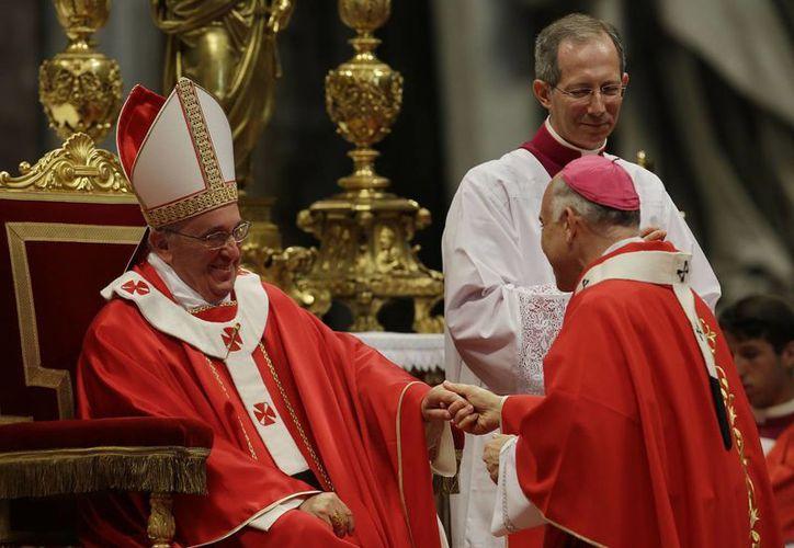 Monseñor Salvatore Cordileone, fue uno de los 34 arzobipos  de varias partes del mundo que recibieron el Palio. (Agencias)