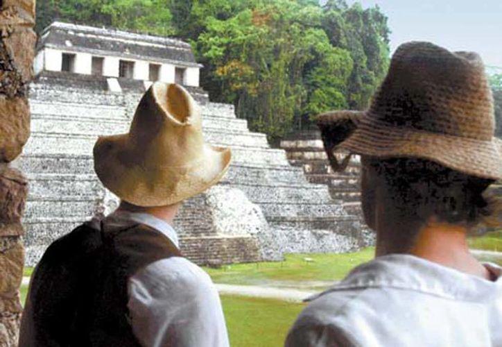 """Steve y su equipo lograron captar las imágenes de lo que parecían muestras de dos ciudades desconocidas. El hallazgo hizo sentir al explorador """"como un niño de cinco años con el mejor juguete de su vida"""". Imagen de contexto de una zona arqueológica en México.(Milenio)"""