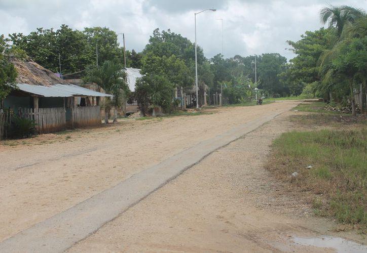 Las malas condiciones de las vialidades impide la entrada de médicos, maestros y otros servicios. (Carlos Castillo/SIPSE)