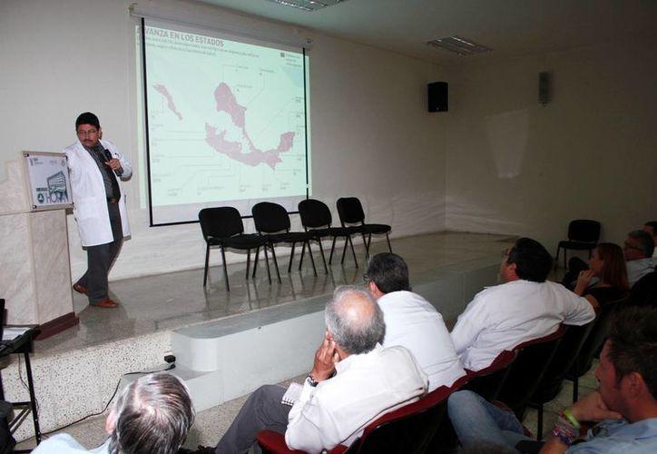 Conferencia de Jacinto Herrera León sobre el chikungunya. (Milenio Novedades)