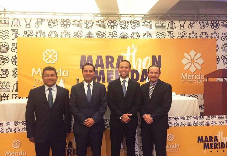 El mandatario meridano Mauricio Vila presentó en la Ciudad de México la edición 26 del Maratón de Mérida, que se realizará el 8 de enero con un inédito recorrido. (Fotos cortesía del Ayuntamiento)