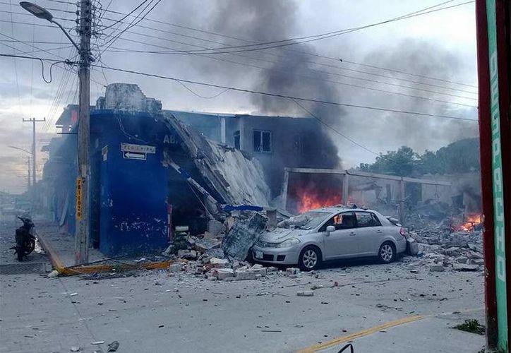 Hasta el momento sólo se reporta una persona herida de gravedad, la tienda y varias casas aledañas destruidas. (Excelsior)