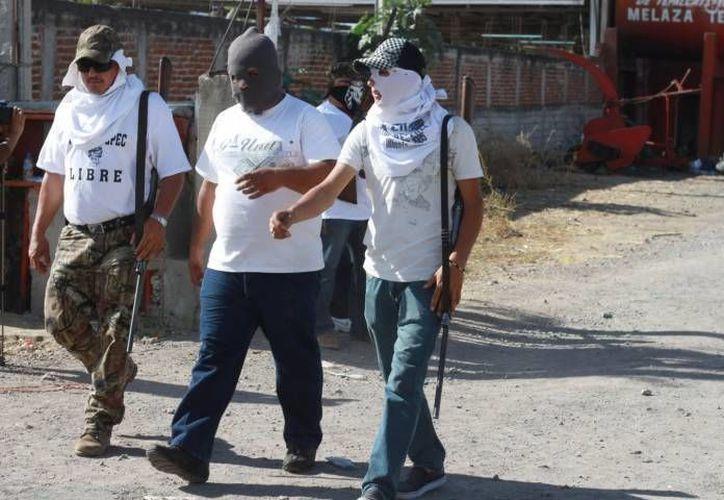 Entregan autodefensas de Buenavista a 21 detenidos a la PGR. (Archivo Sipse)