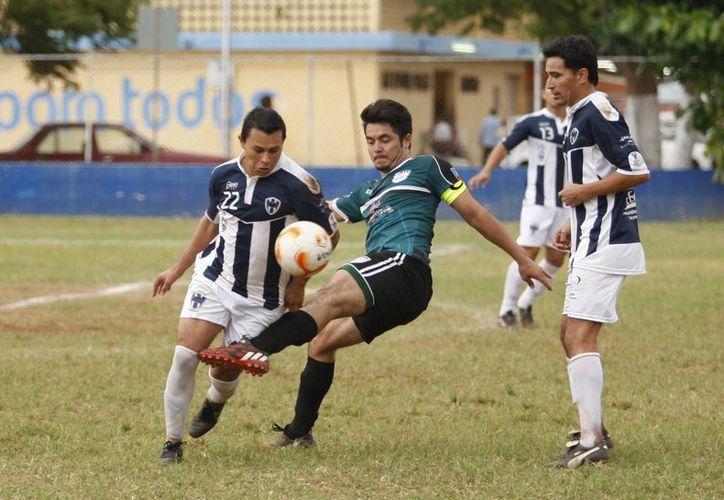 La jornada 17 se distinguió por ser favorable para los visitantes. Imagen del partido entre Rayados Mérida y Frailes de Izamal. (SIPSE)