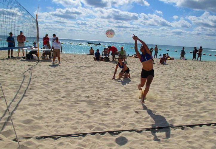 Se reactivarán los entrenamientos de voleibol playero en Playa del Carmen. (Daniel Pacheco/SIPSE)