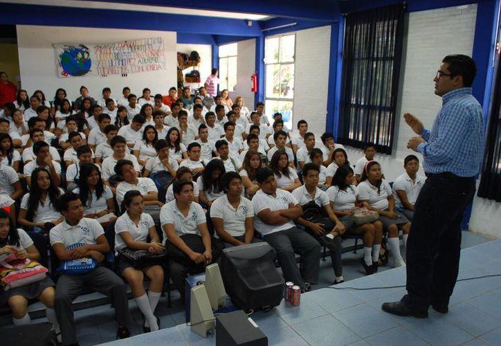 Hilde Alfonso Menéndez Castillo durante el seminario. (Tomás Álvarez/SIPSE)