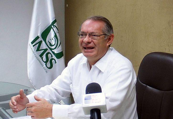 Durante la conferencia de prensa, Jorge Méndez Vales, dijo que se reforzará la infraestructura hospitalaria en Yucatán. (Milenio Novedades)