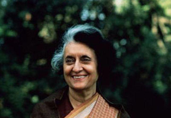 Indira Gandhi fue asesinada en Nueva Delhi por dos guardaespaldas sikh el 31 de octubre de 1984. (rayaprolu.wordpress.com)