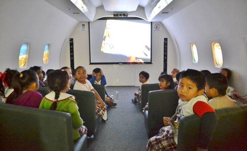 El Biblioavión recibió a más de 150 niños durante todo enero. (Cortesía)