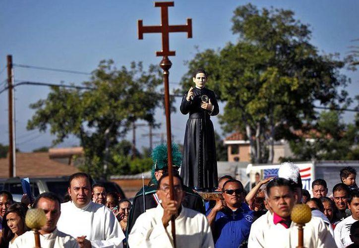 La Iglesia no reconoce a Santo Toribio Romo como patrón de los inmigrantes. (Los Angeles Times)