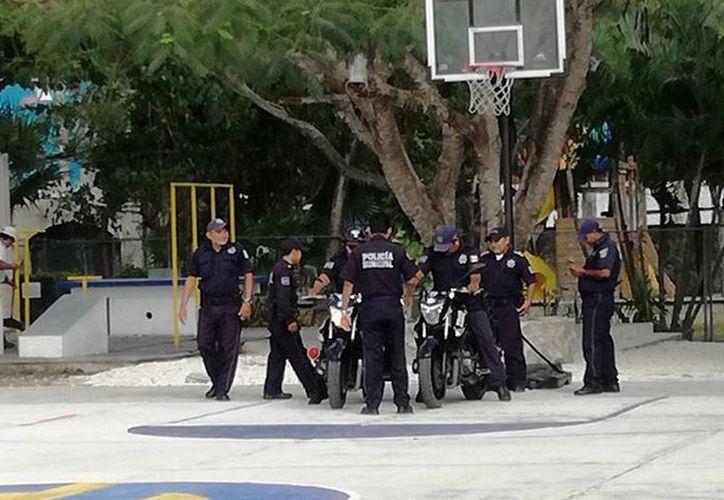 Fueron 15 agentes, tres patrullas y seis motocicletas que se utilizaron en este espectáculo. (Gustavo Villegas/ SIPSE)