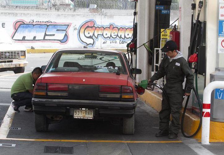 Gasolinazos pegarán a los bolsillos de la población. (Archivo/Notimex)