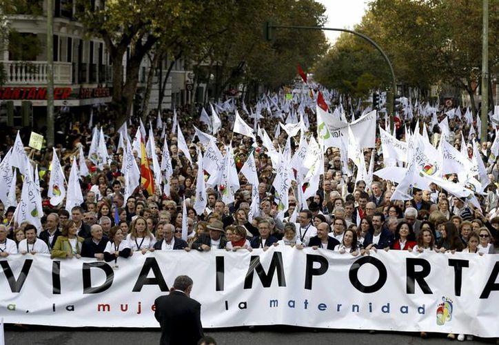 Unas 60 mil personas convocadas por distintas asociaciones marcharon este sábado en Madrid. (EFE)