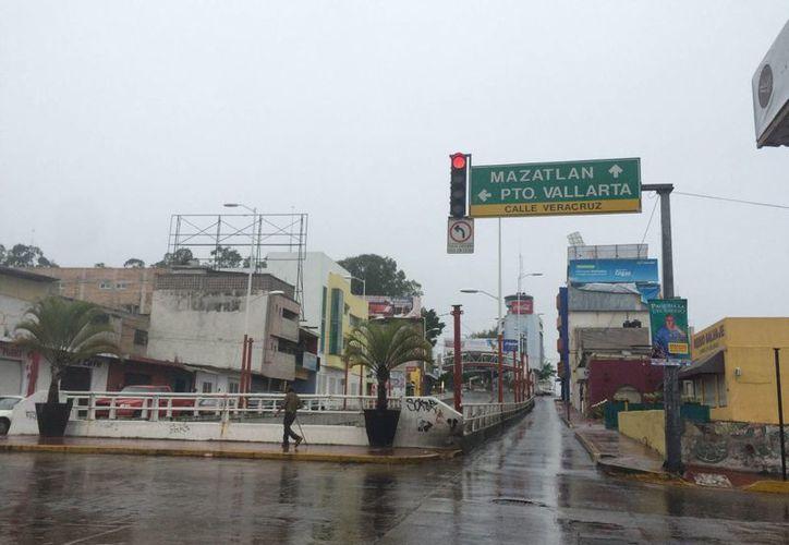 La Conagua indicó que las bandas nubosas de 'Patricia' también generarán importantes precipitaciones en el centro del país. (Notimex)