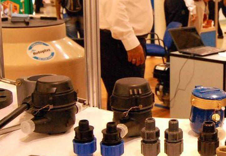 Algunas empresas aplican sus financiamientos para desarrollar tecnologías y proyectos de mejora en productos y aplicaciones con mucho éxito como la imagen de productos innovadores de una empresa yucateca. (Milenio Novedades)