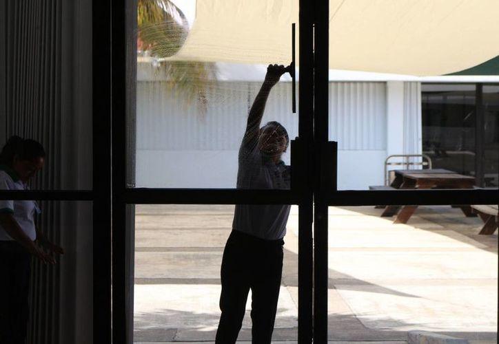 Muchas empresas hoteleras pagan a sus empleados a través de outsourcings. (Adrián Barreto/SIPSE)