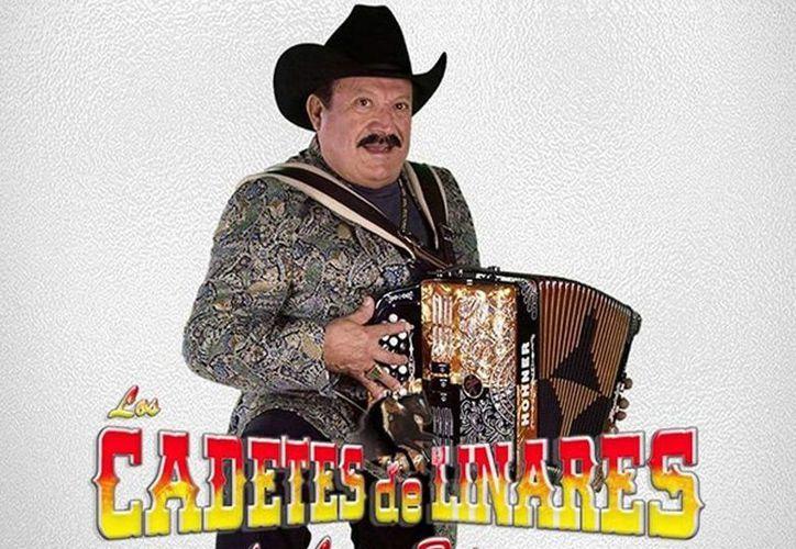 Lupe Tijerina, líder de Los Cadetes de Linares, sufrió un paro respiratorio durante un concierto en San Luis Potosí. (Facebook Los Cadetes De Linares de Lupe Tijerina)