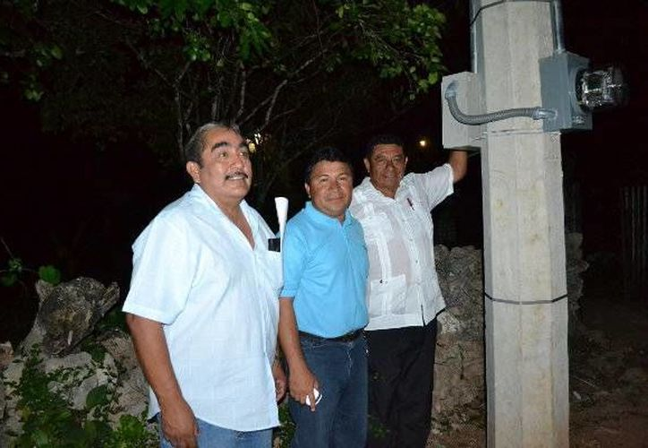 Las comunidades de Emiliano Zapata y Chunhuhub cuentan ya con un alumbrado público de primer nivel. (Redacción/SIPSE)