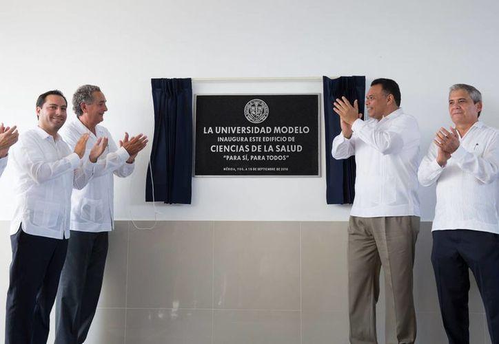 El Gobernador Rolando Zapata estuvo este jueves, junto con el alcalde Mauricio Vila, en la Universidad Modelo, donde se inauguró el nuevo edificio de Ciencias de la Salud en el marco del aniversario 106 de la Escuela Modelo. (Foto: cortesía del Gobierno estatal)