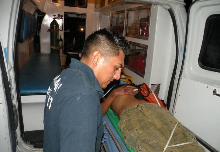 El lesionado fue trasladado al Hospital General; su estado de salud es delicado. (Redacción/SIPSE)