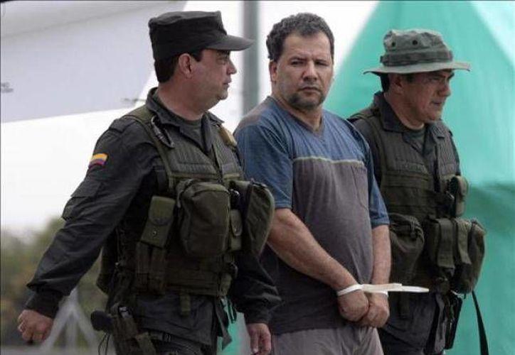 """En la foto la captura de """"Don Mario"""" en 2009, que llevó a varios narcotraficantes colombianos a huir de Colombia hacia países como Argentina, Brasil, España y México, aseguró en su momento el director de la Policía, general Óscar Naranjo. (Internet)"""