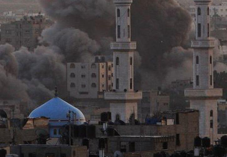 Durante la madrugada de este sábado, las fuerzas israelíes bombardearon una comisaría de policía ubicada en el oeste de Gaza, lo que dejó considerables daños materiales. (Agencias)